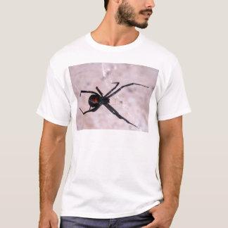 Das Netz der Witwe T-Shirt