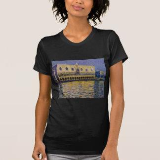 Das Palazzo Ducale 2 durch Claude Monet T-Shirt