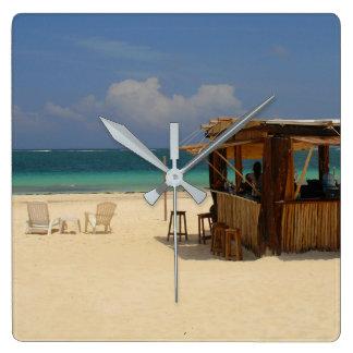 Das perfekte Strand-Bar Quadratische Wanduhr