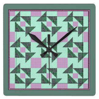 Das Puzzlespiel-Steppdecken-Block-Lavendel u. Grün Quadratische Wanduhr