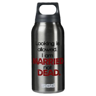 Das Schauen wird, ich sind verheiratetes nicht Isolierte Flasche