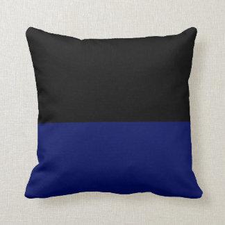 Das schwarze dunkelblaue Teil des Teils tun es Kissen