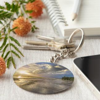 das Strandhaus und der Morgensonnenaufgang Schlüsselanhänger