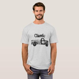 Das T-Shirt der klassischen Männer mit Vintagem