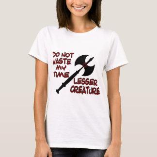 Das T-Shirt weniger Geschöpf-Frau