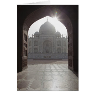 Das Taj Mahal gerahmt durch den Eingang zu Karte