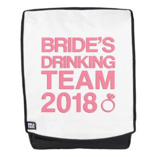 Das trinkende Team 2018 der Braut Rucksack