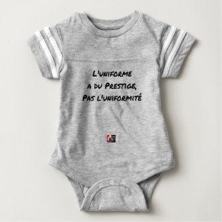 DAS UNIFORM AN PRESTIGE, NICHT DIE BABY STRAMPLER