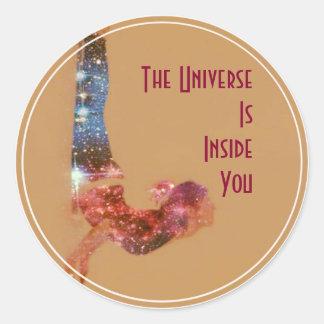 Das Universum ist innerhalb Sie Runder Aufkleber