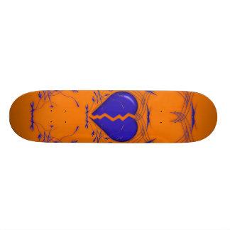 Defektes Herz Stammes- Skateboard orange u blau Skateboardbrett