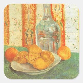 Dekantiergefäß und Zitronen auf einer Platte durch Quadratischer Aufkleber