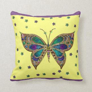 Dekorativer Mosaik-Schmetterling und Kissen