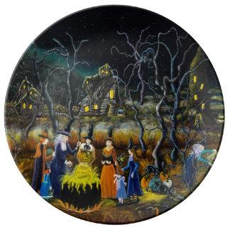 Dekorativer Teller Halloweens, Hexen mit großem