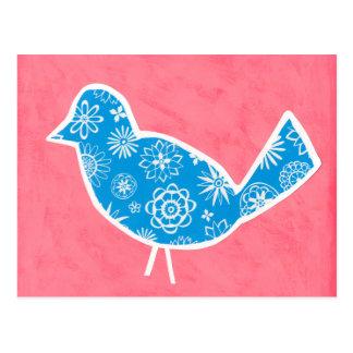 Dekorativer Vogel mit Mustern auf rosa Hintergrund Postkarte