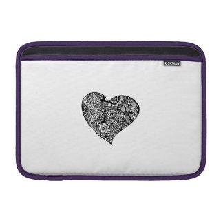 Dekoratives schwarzes Herz MacBook Sleeve