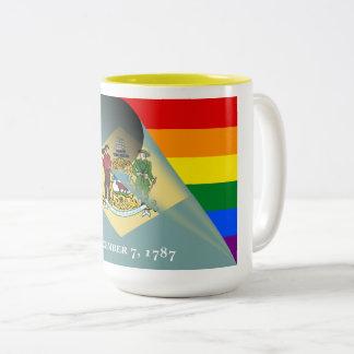 Delaware-Flaggen-Gay Pride-Regenbogen Zweifarbige Tasse