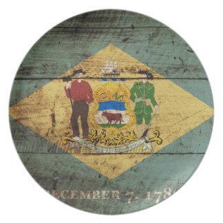 Delaware-Staats-Flagge auf altem hölzernem Korn Melaminteller