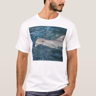 Delphin, der heraus Sie überprüft T-Shirt