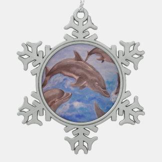 Delphin hohe fünf schneeflocken Zinn-Ornament
