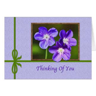Denken an Sie Karte mit lila Violas