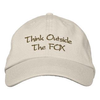 Denken Sie außerhalb des FUCHSES Bestickte Baseballkappe