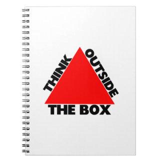 Denken Sie außerhalb des Kastens mit Dreieck Spiral Notizblock