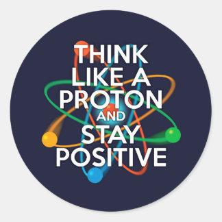 Denken Sie wie ein Proton und bleiben Sie positiv Runder Aufkleber