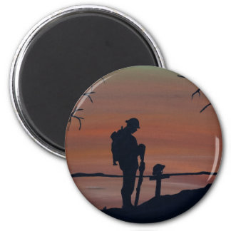 Denkmal, Veternas Tag, Silhouette solider am grav Runder Magnet 5,7 Cm