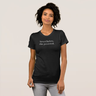 Dennoch bestand sie feministisches T-Shirt fort