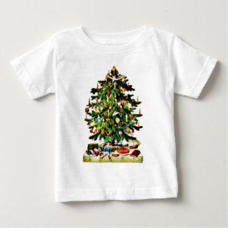 Deocrated Weihnachtsbaum mit den Geschenken Baby T-shirt