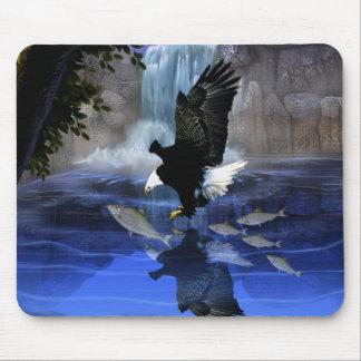 Der Adler und der Wasserfall Mauspad