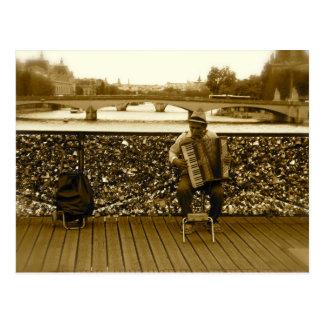 Der Akkordeon-Spieler - Pont des Arts, Paris Postkarte