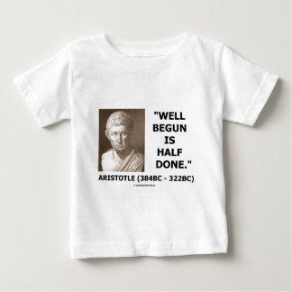Der angefangene Brunnen ist Hälfte erfolgtes Baby T-shirt