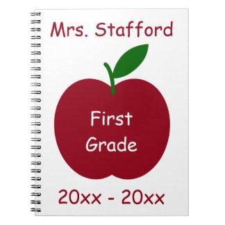 Der Apple des Lehrers auf weißem personalisiertem Notizblock