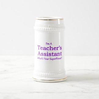 Der Assistent des Lehrers Bierglas