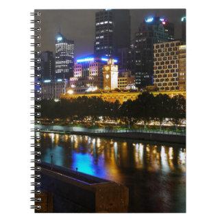 Der atemberaubende Yarra und MelbourneSkyline Notizblock