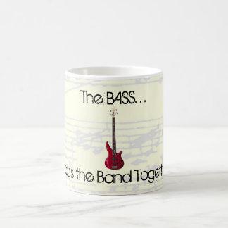 Der Baß hält die Band-Tasse zusammen Tasse