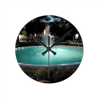 Der Brunnen Runde Wanduhr