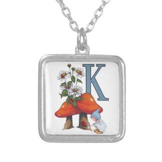 Der Buchstabe K, INITIALE, Toadstools, Gnome, Halskette Mit Quadratischem Anhänger
