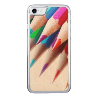 Der bunte gefärbte Regenbogen zeichnet Foto an Carved iPhone 8/7 Hülle