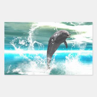 Der Delphin springend in das Meer mit Wellen als Rechteckiger Aufkleber