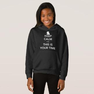 Der dunkle Hoodie Ihres Zeit-Mädchens