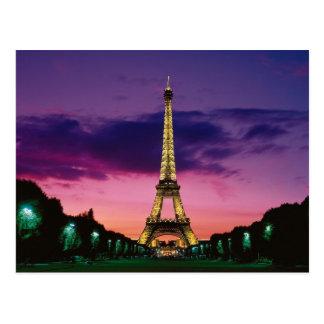 Der Eiffelturm gegen einen großartigen Himmel Postkarte