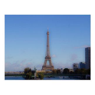 Der Eiffelturm und ein Freiheitsstatue Postkarte