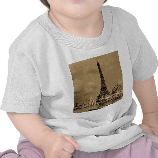 Der Eiffelturm von der Ausstellung der Seines Tshirt