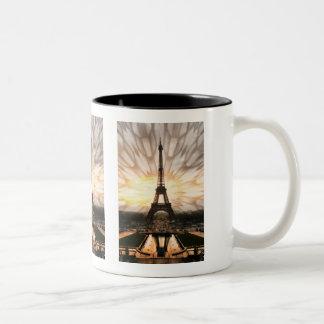Der Eiffelturm! Zweifarbige Tasse