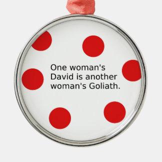 Der ein David der Frau ist der Goliath einer Silbernes Ornament