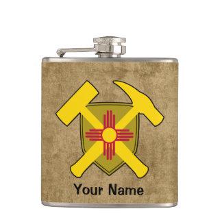 Der Felsen-Hammer-Schild-New Mexiko-Flagge des Flachmann
