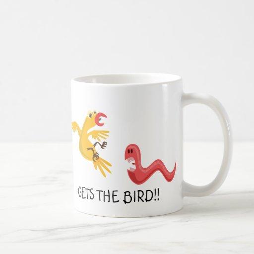Der frühe Wurm erhält dem Vogel lustige Tasse