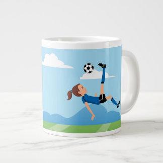 Der Fußball-Spieler des Mädchens personalisiert Jumbo-Tassen